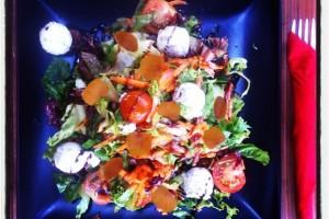 Σαλάτα με Αυγοτάραχο και «γιαουρτοτυράκια»