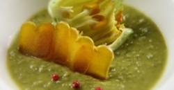 Σούπα από αρακά, ελαιόλαδο και αυγοτάραχο